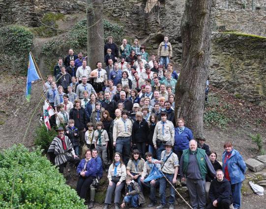 Der Untermerzbacher Kreis (UMK) - schon etwas ausgedünnt - beim Abschlussfoto 2010 auf Burg Balduinstein