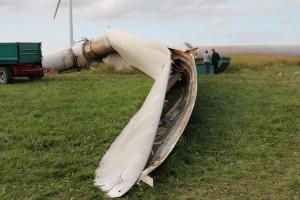 aufgerissener Flügel des Windrads